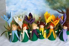 Een gelukkig crocus kind voor de lentetijd! Het is ongeveer 3 inch (zonder de bloem). Let op: elke bloem-kind is individueel naaide voor u dus elk van hen uniek, is dus ze in gelaatsuitdrukking variëren. Als dit kunnen uw wensen worden uitgevoerd. Made to Order Ze is gemaakt in de