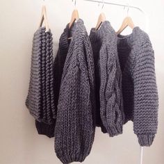 I am definitely currently obsessed with grey chunky knits. #fbloggers #stylebloggers #inspiration #mrmittens #winter #winterlook #winterstyle #chunkyknits #greyknits #blogspot