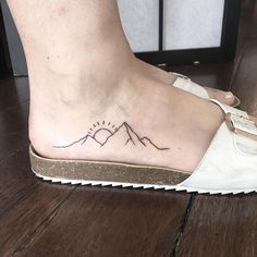 37 Cute and Meaningful Small Tattoo Designs Small Girl Tattoos, Great Tattoos, Beautiful Tattoos, Tattoo Designs, Nice Tattoos, Tatto Designs, Gorgeous Tattoos, Design Tattoos, Tattooed Guys