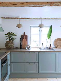 How to optimize storage in the kitchen - Home Fashion Trend Tidy Kitchen, Kitchen Units, Kitchen Items, Kitchen Cabinets, Beach House Kitchens, Home Kitchens, Kitchen Interior, Kitchen Decor, Kitchen Dining