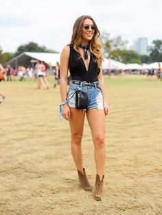 Here is Music Festival Outfits for you. Music Festival Outfits outfit ideas for sxsw coachella and every music festival. Festival Looks, Festival Mode, Festival Wear, Acl Festival, Coachella Festival, Summer Festival Outfits, Casual Festival Outfit, Festival Trends, Country Music Outfits