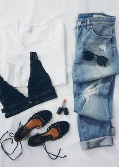 A plain white tshirt can be used to put together cute outfits for school! Party Outfit Summer, Casual Date Outfit Summer, Boyfriend Jeans Outfit Summer, Everyday Casual Outfits, Summer Weekend Outfit, Casual Summer, Fall Outfits, Fashion Outfits, Casual Teen Fashion