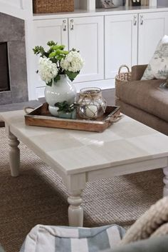 Tips For A Perfect Coffee Table Styling To Living Room 19 Coffee Table Design, Coffee Table Styling, Cool Coffee Tables, Decorating Coffee Tables, Modern Coffee Tables, Trays For Coffee Table, Simple Coffee Table, Coffee Table Centerpieces, Candle Arrangements