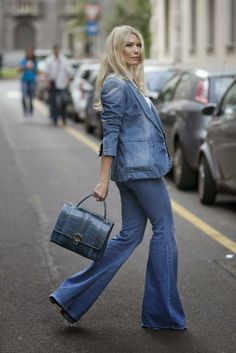 STREET STYLE INSPIRATION; FLARE JEANS.-