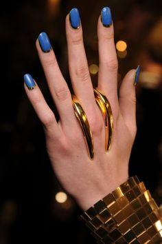 Blue nailpolish with gold ring