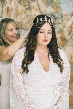 Boho bride: http://www.stylemepretty.com/2015/05/27/organic-bohemian-florida-wedding/ | Photography: Kati Rosado - http://www.katirosadophotography.com/