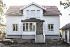 Cottage Exterior, Interior And Exterior, Bauhaus, Exterior Makeover, White Cottage, My Dream Home, Outdoor Gardens, Facade, My House