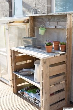 Outdoor Potting Bench, Potting Tables, Backyard Barn, Garden Fence Panels, Porch Garden, Recycled Pallets, Summer Kitchen, Diy Pallet Projects, Garden Structures