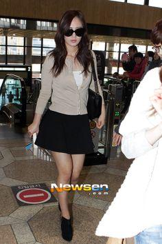 http://okpopgirls.rebzombie.com/wp-content/uploads/2013/03/SNSD-Yuri-airport-fashion-March-25-04.jpg