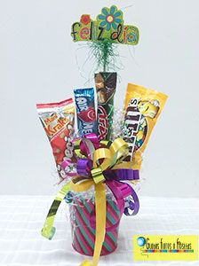 Globos, Flores y Fiestas Movie Night Gift Basket, Baby On A Budget, Diy Gift Baskets, Candy Bouquet, Mom Day, Birthday Gifts, Diy And Crafts, Presents, Gift Wrapping