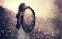 Ley del espejo: lo que ves en los demás es tu reflejo.