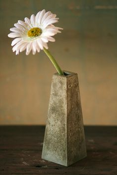 This Bud Vase is a minimalist statement piece, great for displaying your best fresh flower. A high impact piece with simple lines, the beautiful mottled natural grey concrete that is sealed on the ins Cement Art, Concrete Cement, Concrete Crafts, Concrete Projects, Concrete Design, Concrete Planters, Beton Design, Papercrete, Concrete Jewelry