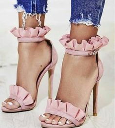 These are a few places to find cute heels on a budget! Whether you're looking for chunky heels, booties, or pumps; these are a few places to find cute and cheap heels to keep you looking trendy all summer long! Dream Shoes, Crazy Shoes, Me Too Shoes, Pretty Shoes, Beautiful Shoes, Hot Shoes, Shoes Heels, Louboutin Shoes, Pink Heels Outfit