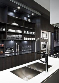 Kitchen Design: sexy, masculine kitchen in dark woods. // Diseño de Cocina: Cocina sexy y super masculina en maderas oscuras. Modern Kitchen Design, Interior Design Kitchen, Modern Interior Design, Home Interior, Stylish Kitchen, Modern Interiors, Contemporary Interior, Luxury Interior, Küchen Design