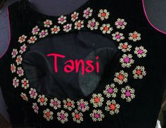 Black blouse with open in the back with embroidery to highlight Choli Blouse Design, Saree Blouse Designs, Blouse Patterns, Maggam Work Designs, Traditional Silk Saree, Indian Blouse, Fancy Blouse Designs, Blouse Models, Jacket Dress