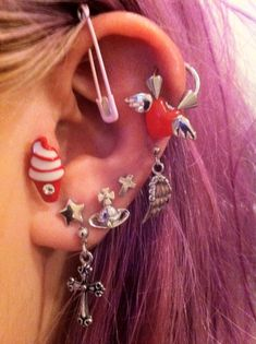 Shared by Kiki . Find images and videos about love, fashion and style on We Heart It - the app to get lost in what you love. Ear Jewelry, Cute Jewelry, Jewelry Accessories, Jewellery, Ear Peircings, Cute Piercings, Ear Piercings Conch, Tongue Piercings, Piercing Tattoo