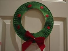 Basic idea paper plate wreath for our visit to the nursing home with the church.