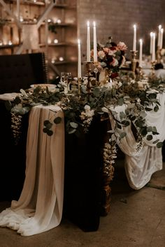 Moody wedding inspiration Photo: @megbrookephotography Forest Wedding, Boho Wedding, Wedding Table, Fall Wedding, Dream Wedding, Burgundy Wedding, Winter Wedding Venue, Black Wedding Decor, Head Table Wedding Decorations