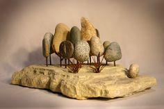 Bosque. 2014. #escultura en piedra laja, piedra bocha del lago y alambre de construcción. https://www.facebook.com/ciesculturas