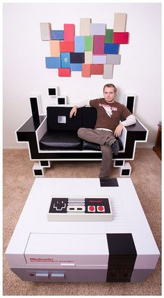 Check out this custom Space Invader couch. It is sure to bring the nostalgia feeling to the room. Add in with it a custom Nintendo Coffee Table youre set! If thats not enough, take a look at that NES controller on the coffee table. Thats right, it WORKS! Deco Retro, Space Invaders, Geek Decor, Retro Home Decor, My New Room, Man Cave, Nerd Cave, Nerd Geek, Video Games