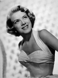 #styleicon and #modcloth  Rosemary Clooney really knew how to rock her short, wavy hair. This classic 1950's bob is refined, but still flirty!