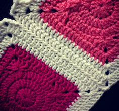 Joining Tutorial - Tight Join (Join-As-You-Go technique for joining granny squares). Crochet Motifs, Crochet Quilt, Crochet Blocks, Crochet Borders, Love Crochet, Crochet Granny, Crochet Stitches, Crochet Patterns, Blanket Patterns