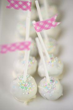 white cake pops #SweetTable