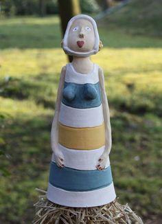 Keramik Zaunhocker Lotta liebt den Garten, Garden, Skulptur, Ceramics, Insektenhotel, Gartenkeramik www.liloarts.de