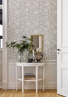 art deco home decor Swedish Wallpaper, Home Wallpaper, Hallway Wallpaper, Dining Room Wallpaper, Cosy Living, Tapete Floral, Decor Room, Wall Decor, Home Decoracion
