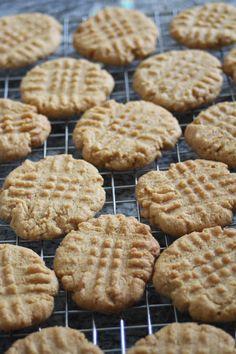 epätrendikäs ruokablogi: Maapähkinävoista helpot ja nopeat pikkuleivät