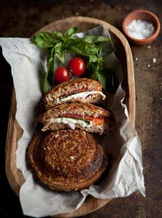 Toasted Jaffel Sandwiches with Mozzarella, Tomato and Basil. Great Recipes, Dinner Recipes, Favorite Recipes, Healthy Recipes, Kos, South African Recipes, Ethnic Recipes, Tapas, Good Food