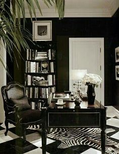 Chic Home Office; dramatic black and white floor and decor This room is great be… – Chic Home Office Design
