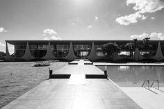 Oscar Niemeyer Through the Lens of Haruo Mikami,Alvorada Palace. Image © Haruo Mikami