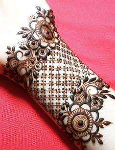 Mehndi is something that every girl want. Arabic mehndi design is another beautiful mehndi design. We will show Arabic Mehndi Designs. Henna Hand Designs, Mehndi Designs Finger, Mehndi Designs 2018, Modern Mehndi Designs, Mehndi Designs For Fingers, Mehndi Design Photos, Wedding Mehndi Designs, Beautiful Mehndi Design, Henna Tattoo Designs