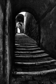 Stairs black and white Herren Hand Tattoos, Street Photography, Art Photography, Photo B, Black And White Pictures, Black And White Stairs, Light And Shadow, Stairways, Belle Photo