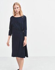 Blouson Jersey Dress Navy | Casual navy dress with 3/4 sleeves | Minimalist casual wear | Capsule wardrobe | Slow fashion | Simple style | Minimalist style | Scandinavian casual wear | Stylish work outfit