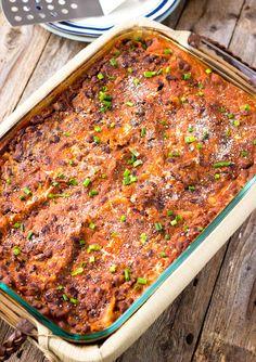 Diese schwarzen Bohnen vegan Lasagne ist glutenfrei mit dem käsigen weichen warmen Nudeln, die zwischen üppigen, saftig, perfekt gewürzt und schwarze Bohnen, Tomaten und Zwiebel-Sauce überlagert wird.