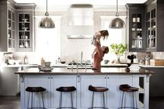 19 home organizing projects that take 30 minutes or less!: Organize the kitchen in 30 minutes.