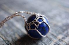 Lapislazuli ist ein tiefblauen Halbedelstein, die seit der Antike für seine…