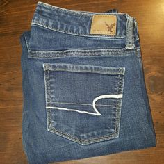 American Eagle Jeans These are American Eagle Jeans.  The style is Skinny.  They are size 6 with a length of about 30.  They are in good condition with no fray.  Nice jeans for a nice price American Eagle Outfitters Jeans Skinny
