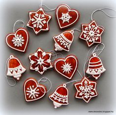 ÉkesÉdes: KARÁCSONYRA Christmas Biscuits, Christmas Sugar Cookies, Christmas Gingerbread, Holiday Cookies, Gingerbread Cookies, Christmas Cooking, Christmas Desserts, Christmas Treats, Diy Christmas Garland