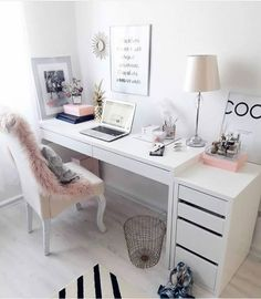 31 White Home Office Ideas To Make Your Life Easier; home office idea;Home Office Organization Tips; chic home office. Source by liatsybeauty Cozy Home Office, Home Office Space, Home Office Desks, Office Spaces, Home Office Bedroom, Office Workspace, Work Spaces, Desk For Bedroom, At Home Office Ideas