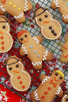Jane's Patisserie's Cute Christmas Gingerbread Men Recipe. Chocolate Orange Cheesecake, White Chocolate Cranberry Cookies, Terry's Chocolate Orange, Christmas Gingerbread Men, Gingerbread Cake, Christmas Cookies, Janes Patisserie, Christmas Baking, Christmas Recipes