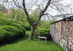 Wood wall (via g a r d e n s / Garden Labyrinth by Mann Landschaftsarchitektur, Erfurt, Germany) Garden Landscape Design, Landscape Architecture, Amazing Gardens, Beautiful Gardens, Evergreen Hedge, Weekend House, Contemporary Landscape, Landscaping Plants, Cool Landscapes