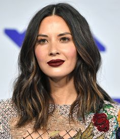 Subtly grown-out highlights don't have to look like a mistake! Here, Olivia shows the low-key dye job around the ends of her hair can add color variation that Grown Out Highlights, Hair Color Highlights, Chunky Highlights, Caramel Highlights, Hair Colour, Olivia Munn, Bad Hair, Hair Day, Haircut For Square Face