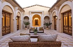 Spanish style homes – Mediterranean Home Decor Hacienda Homes, Hacienda Style, Spanish Style Homes, Spanish House, Style At Home, Casa Patio, Mexico House, Zeina, Mediterranean Home Decor