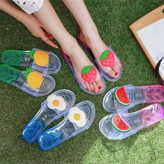 Women Open Toe Flat Transparent Slipper Beach Mule Sandals Shoes Casual Summer C Mule Sandals, Flat Sandals, Shoes Sandals, Sock Shoes, Shoe Boots, Rain Boots, Sneakers Fashion, Fashion Shoes, Cute Slides