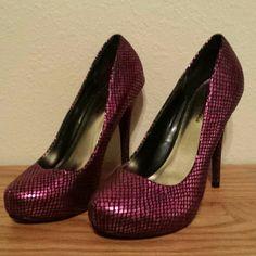 Cute Fuchsia Heels Super cute 4.5 inch heels by Michael Antonio. New, never worn! Michael Antonio Shoes Heels