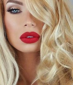 women ladies womens fashion lady woman DIY videos tutorial make lipstick makeup lover cosmetics lips eyes looks divas Red Lipstick Makeup Blonde, Hair Makeup, Blue Red Lipstick, Makeup Eyes, Beauty Make Up, Hair Beauty, How To Make Lipstick, Eyeliner Looks, Makeup For Blondes