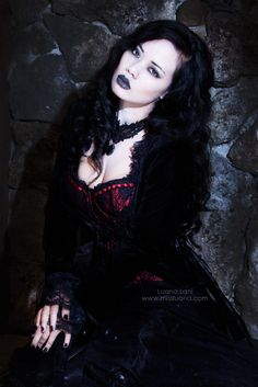 Dark #goth beauty